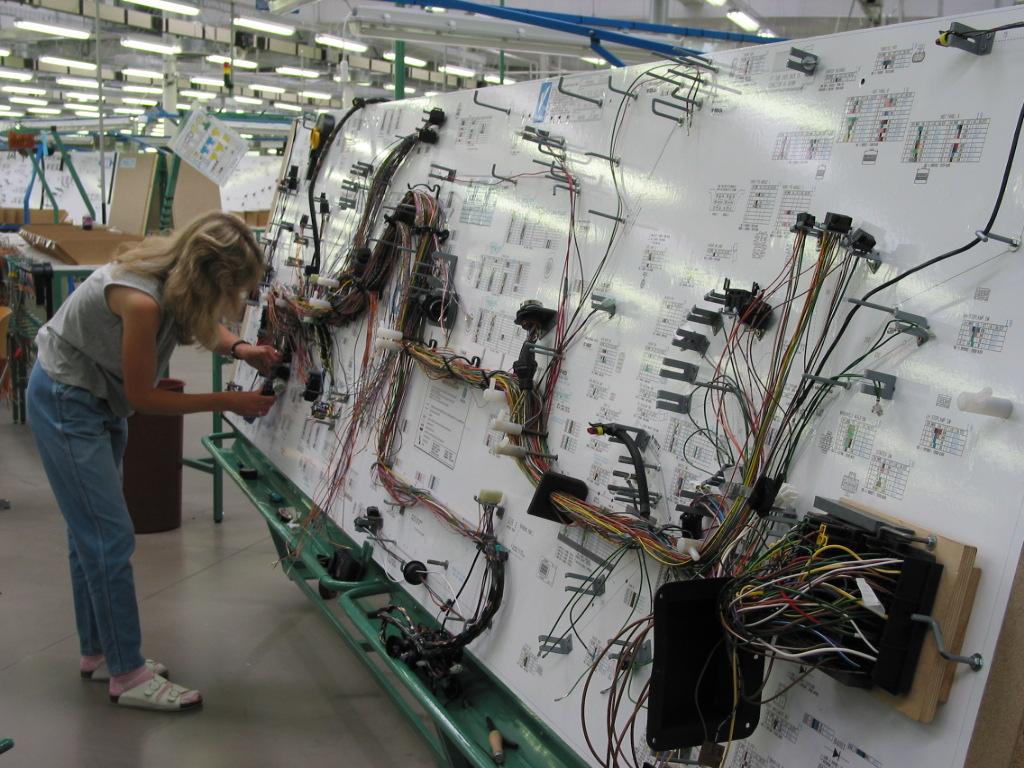 شركة لصناعة الاجهزة الالكترونية توظيف عامل وعاملة
